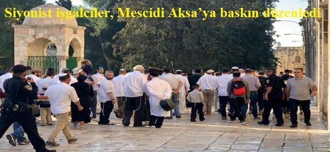 Siyonist işgalciler, Mescidi Aksa'ya baskın düzenledi