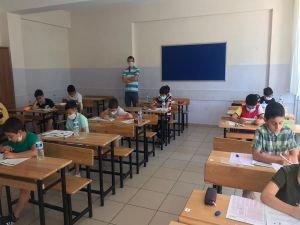 Anadolu İmam Hatip Ortaokulu'nda okumak isteyen öğrenciler sınavdan geçti