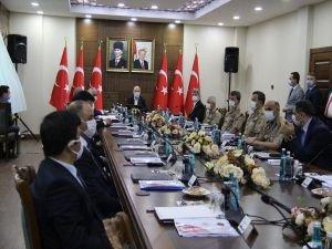 Bakan Soylu, Diyarbakır'da düzenlenen güvenlik toplantısına katıldı