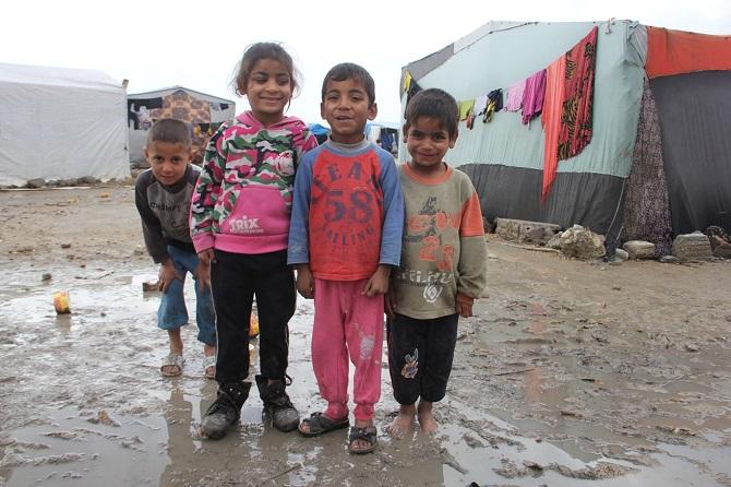 Suriyelilerin çamur içerisinde yaşam mücadelesi