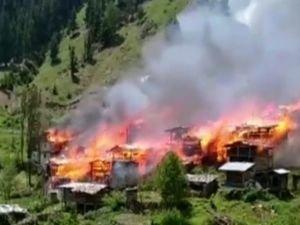 Artvin'de yaklaşık 40 köy evi yandı