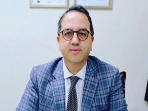 """Prof. Dr. Alper Şener: """"Kapalı, kalabalık ve kontak riski yüksek alanlara dikkat!"""""""