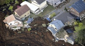Japonya'daki 7.3 depreminde ölü sayısı 27'ye yükseldi