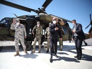 Bakan Akar ve komutanlar Irak sınır hattında
