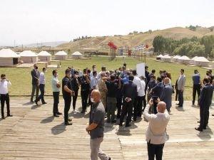 1071 Malazgirt etkinlikleri öncesi Ahlat'ta kurulan Oba'da incelemelerde bulunuldu