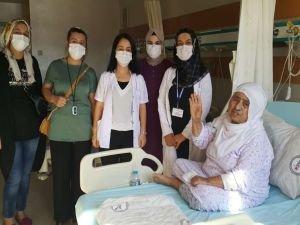 40 gün entübe kalan 75 yaşındaki kadın sağlığına kavuştu