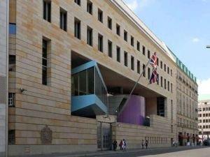İngiltere'nin Bağdat Büyükelçiliğine ait araca bombalı saldırı