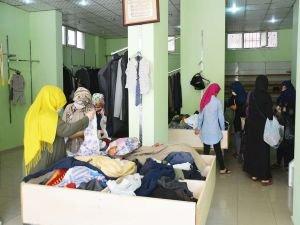 Umut Kervanından yüzlerce Suriyeli aileye giyim ve ayakkabı yardımı