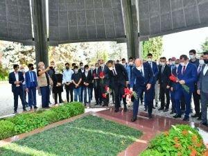 Adnan Menderes mezarı başında dualarla anıldı