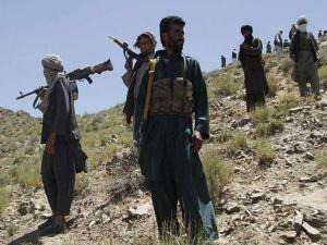 3 Afgan komutan, 60 kişilik askeri birlikleri ile beraber Taliban'a katıldı