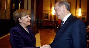 """""""Merkel'in kararı hukuken doğru"""""""