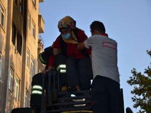 Diyarbakır'da yangın çıkan evden 6 vatandaş son anda kurtarıldı