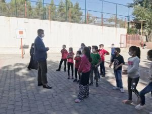 Başkan Özhan'dan okul ziyaretleri