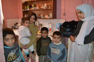 """Suriyeli çocuğun feryadı: """"Üşüyoruz, lütfen yardım edin!"""""""