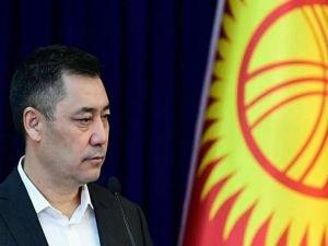 Kırgızistan'da Caparov cumhurbaşkanlığı yetkilerinin kendisine devredildiğini açıkladı