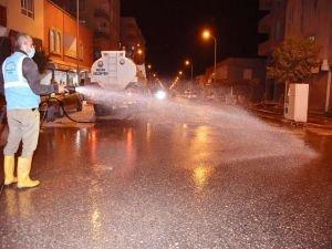 Hilvan'da cadde ve sokaklar belediye ekiplerince yıkandı