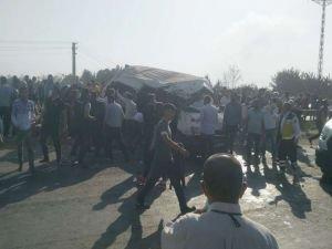 Tekstil işçilerini taşıyan minibüs kaza yaptı: 2 ölü 20 yaralı