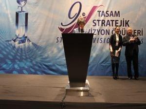 """Tıp Dalında 2016'nın """"Stratejik Vizyon Sahibi Bilim İnsanı"""" Prof. Avcı oldu"""