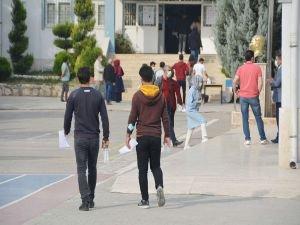 KPSS'ye girecek adaylar ve refakatçisi sokağa çıkma kısıtlamasından muaf olacak