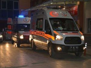 Batman'da işçi servisi ile otomobil çarpıştı: 14 yaralı