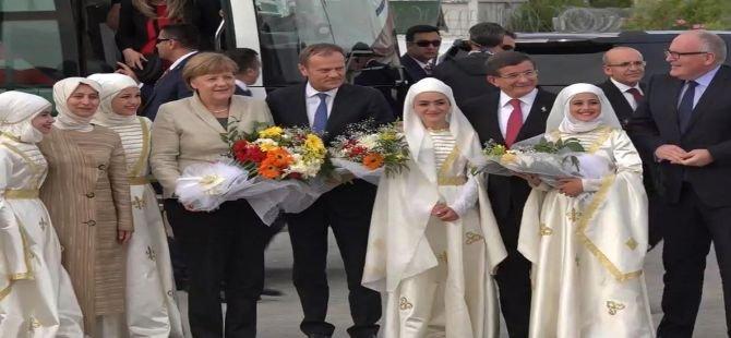 Liderler Suriyeli sığınmacıları ziyaret etti