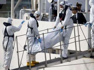 Libya'da batan göçmen teknesinde hayatını kaybedenlerin sayısı artıyor