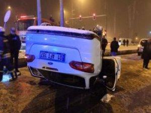 Kar yağışı kaza getirdi: 2 yaralı