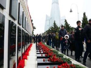 Azerbaycan 20 Ocak faciasının kurbanlarını anıyor