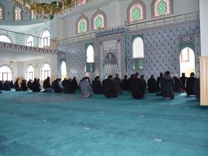 Cuma Namazı'na kısa bir süre kala caminin elektriğinin kesilmesi tepkilere neden oldu