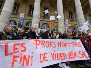 Fransa'da öğretmenler grev başlattı