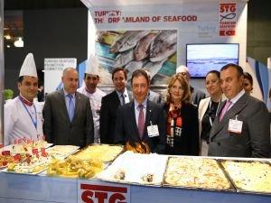 Brüksel'de 5 bin porsiyon balık ikramı
