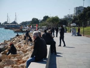 Mersin'de 2 günlük kısıtlama sonrası halk dışarıya akın etti