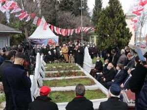 Prof. Dr. Necmettin Erbakan vefatının 10'uncu yılında mezarı başında dualarla anıldı