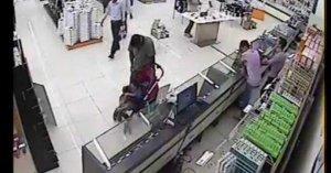 Bebek arabasıyla mağazaları soydu