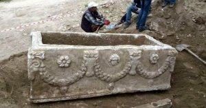 Roma dönemine ait lahit mezar bulundu