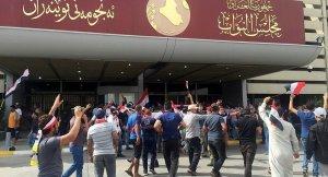 Sadr yanlıları parlamento binasına baskın düzenledi
