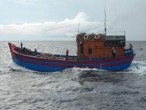 Çin'de balıkçı teknesi battı: 12 ölü