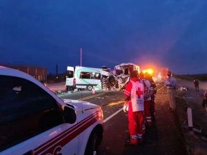 Meksika'da iki araç kafa kafaya çarpıştı: 16 ölü, 14 yaralı