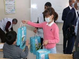 İlkokul öğrencisinin erdemli davranışı takdir topladı