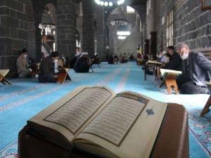 Diyarbakır Ulu Camii'nde 1382 yıldır mukabele sünneti ihya ediliyor