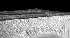 Mars'ın yüzeyinde keşfedilen 'suyun' kaynayarak akması iddiası
