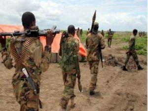 Somali'de askeri üsse düzenlenen bombalı saldırıda 50 kişi öldü