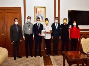 Malatya Valisi Baruş LGS'de Türkiye birincileri arasına giren öğrenciyi kabul etti