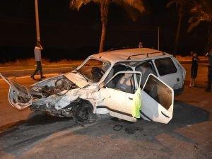 Adana'da iki otomobil çarpıştı: 5 yaralı