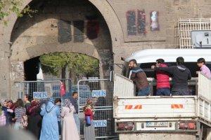 Sur'da oturan bazı vatandaşların eşyalarını alma izni