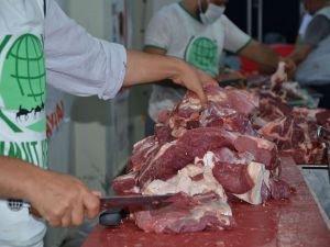 Umut Kervanı kurban eti dağıtım çalışmalarını sürdürüyor