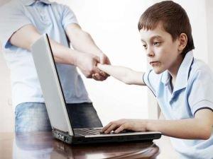 Teknoloji bağımlılığı ile mücadelede ailenin rolü nedir?