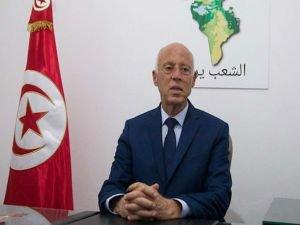 Tunus Cumhurbaşkanı Said, Başbakan Meşişi'yi görevden alarak meclisin yetkilerini dondurdu
