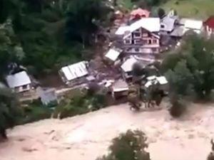 Keşmir'de bulut patlaması: 5 ölü 40 kayıp