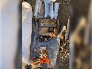 Van'da patlayıcı yapımında kullanılan malzeme ele geçirildi
